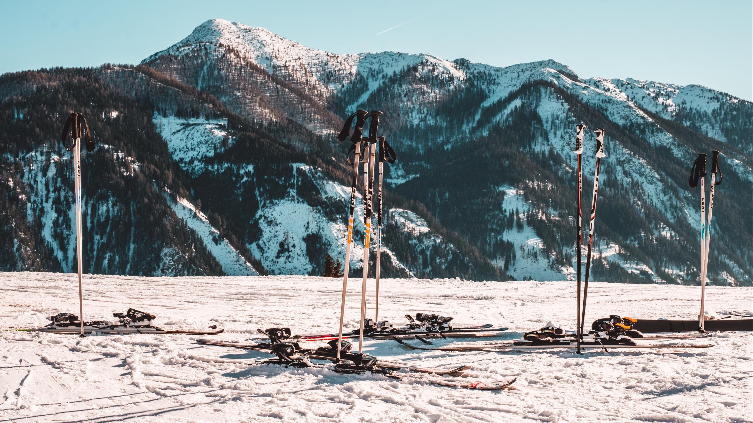 skiing_mountain_snow_winter_113994_2560x1440